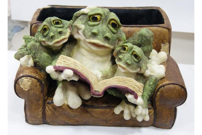 Фигура Зоокашпо *Лягушки в кресле с книжкой* - интернет-магазин Крассула