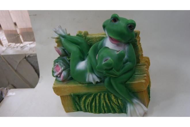 "Фигура Лягуша ""Хорошо лежим"" на лавке - интернет-магазин Крассула"