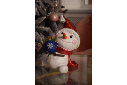 Фигура Снеговичок с подарком