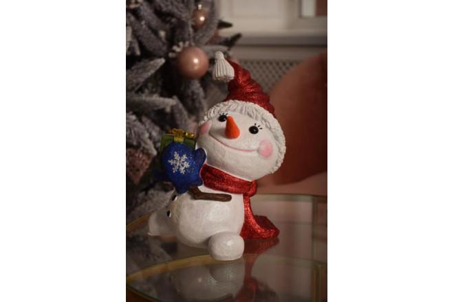 Фигура Снеговичок с подарком - интернет-магазин Крассула