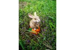 Садовая фигура Кролик Мини на морковке