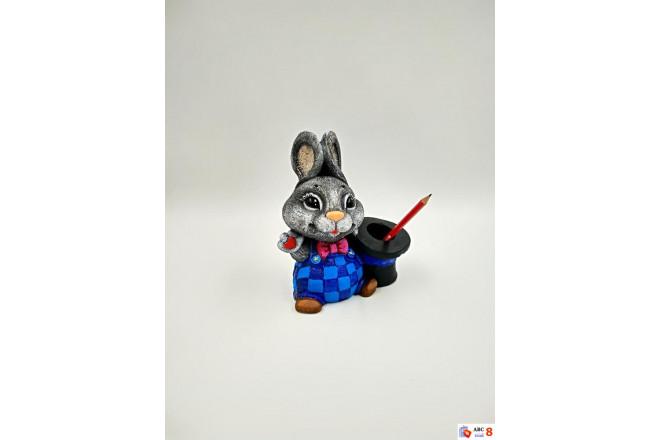 Фигура Гаврошевый зайка со шляпой карандашница - интернет-магазин Крассула